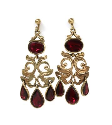 Lot 148 - A pair of 9ct gold flat cut garnet drop earrings