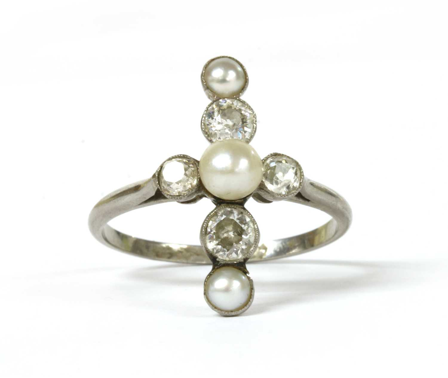 Lot 13 - A platinum pearl and diamond ring