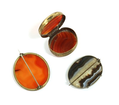 Lot 29 - A Victorian silver banded agate brooch