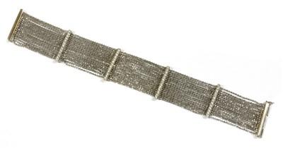 Lot 121 - An 18ct white gold diamond set bracelet