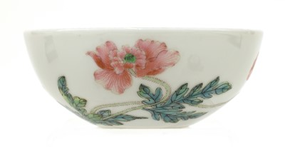 Lot 51 - A Chinese famille rose tea bowl