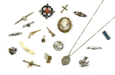 Lot 33 - A quantity of Victorian and later jewellery
