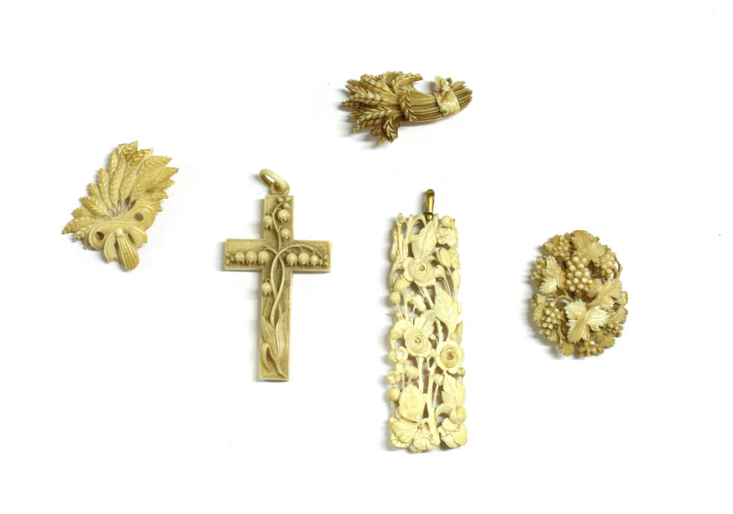 Lot 25 - A carved ivory cross