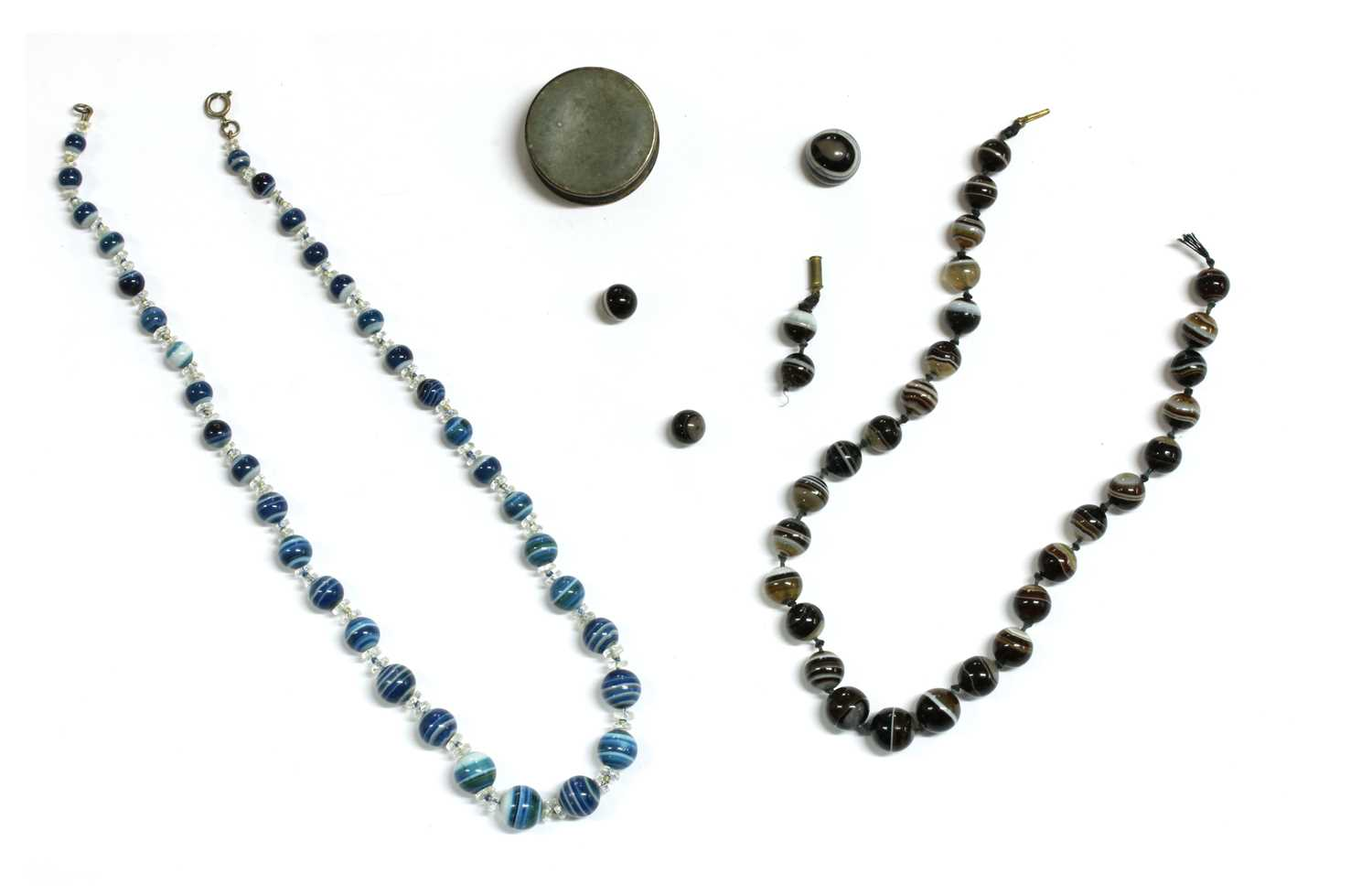 Lot 17 - A quantity of Victorian and later jewellery