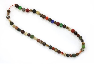 Lot 37 - An assorted bead necklace