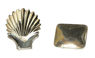 Lot 41 - A George III silver shell-shaped dish