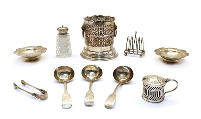 Lot 93 - A collection of silver items