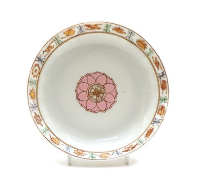 Lot 89 - A Chinese famille rose dish