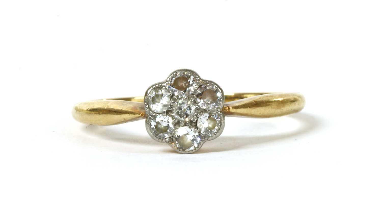Lot 14 - A gold diamond set daisy cluster ring