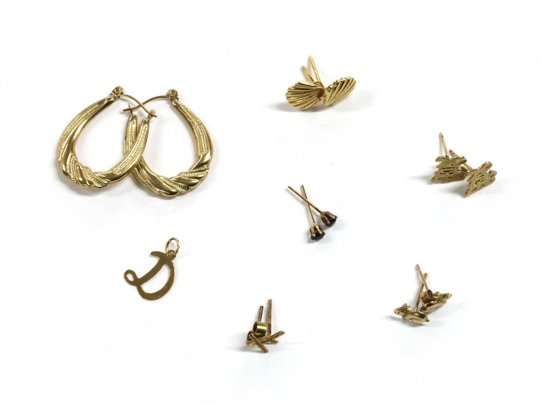 Lot 89 - A quantity of gold earrings