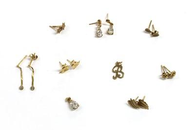 Lot 90 - A quantity of gold earrings