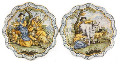 Lot 448 - A pair of Italian maiolica dishes