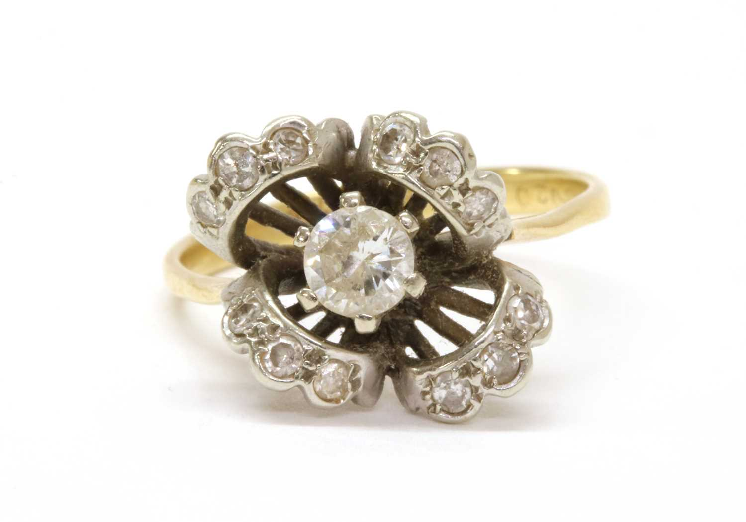 Lot 58 - A diamond cluster ring