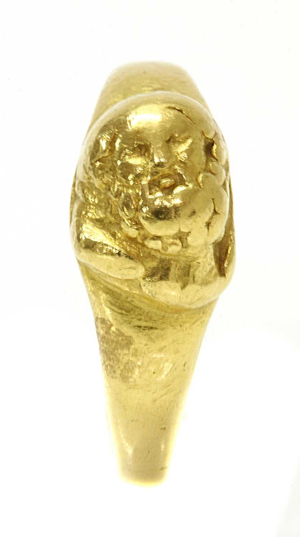 Lot 6 - A high carat gold cameo ring