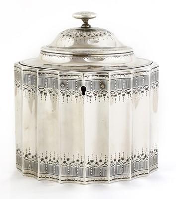 Lot 501 - A George III silver tea caddy
