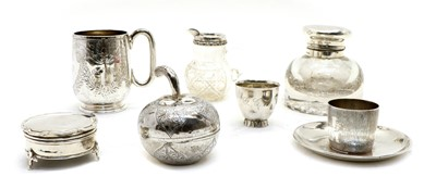 Lot 26 - A collection of silver items