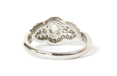 Lot 70 - A platinum diamond cluster ring