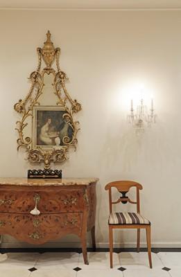 Lot 16 - A George III giltwood wall mirror
