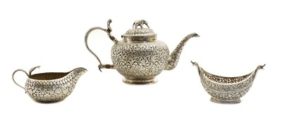 Lot 17 - An Indian silver teapot