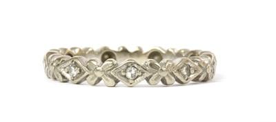 Lot 69 - An 18ct white gold diamond set ring