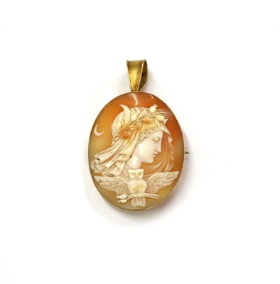 Lot 13 - A gold mounted cameo brooch/pendant