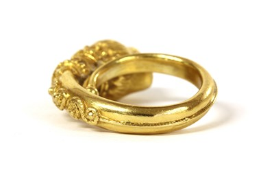 Lot 86 - A gold Etruscan-revival style ring