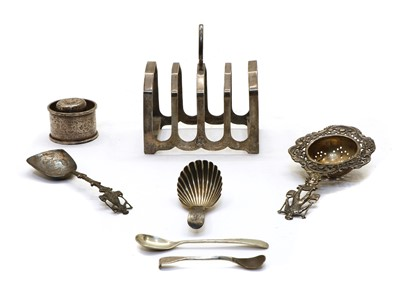Lot 14 - A mixed lot of silver items