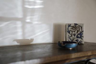 Lot 208 - An Isnik pottery flask