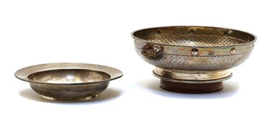 Lot 8 - A footed silver bowl