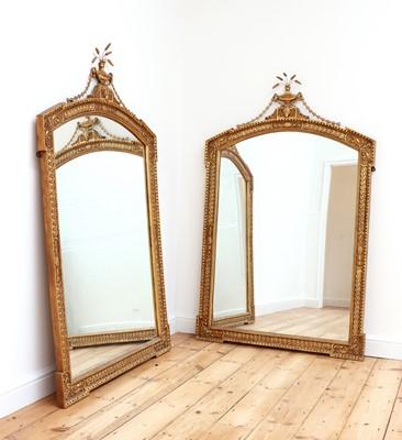 Lot 466 - A pair of giltwood wall mirrors