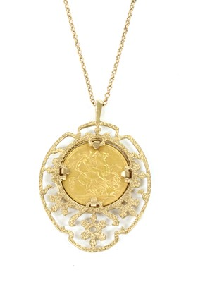 Lot 90 - A sovereign pendant