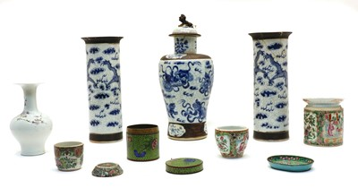 Lot 96 - A Chinese blue and white porcelain garniture