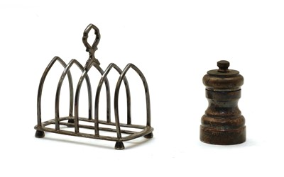 Lot 47 - A silver five division toast rack by Goldsmiths & Silvermiths Company, London 1903