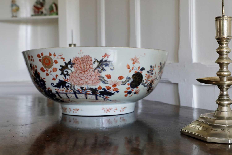 Lot 207 - A large Chinese Imari punchbowl