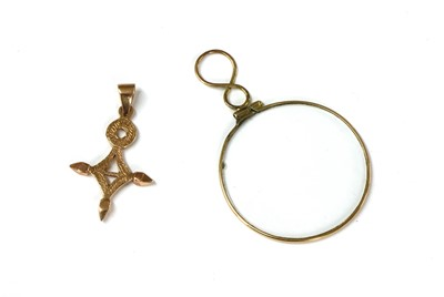 Lot 103 - A gold cross pendant