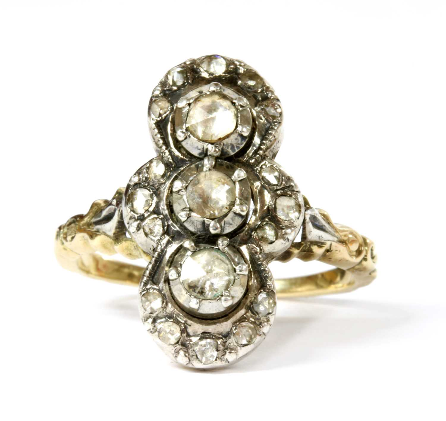 Lot 55 - A gold diamond cluster ring