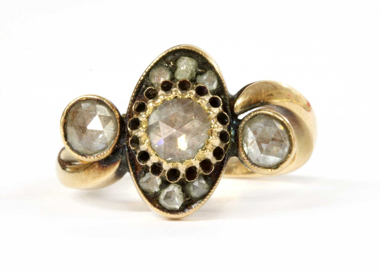Lot 62 - A gold rose cut diamond ring
