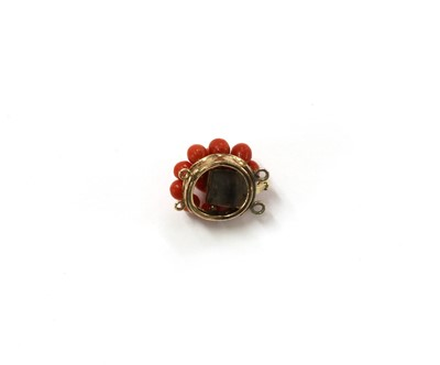 Lot 23 - A gold coral cluster clasp