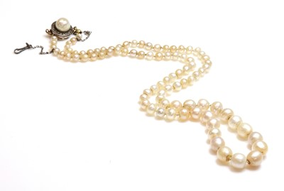 Lot 142 - A single row graduated natural saltwater pearl necklace