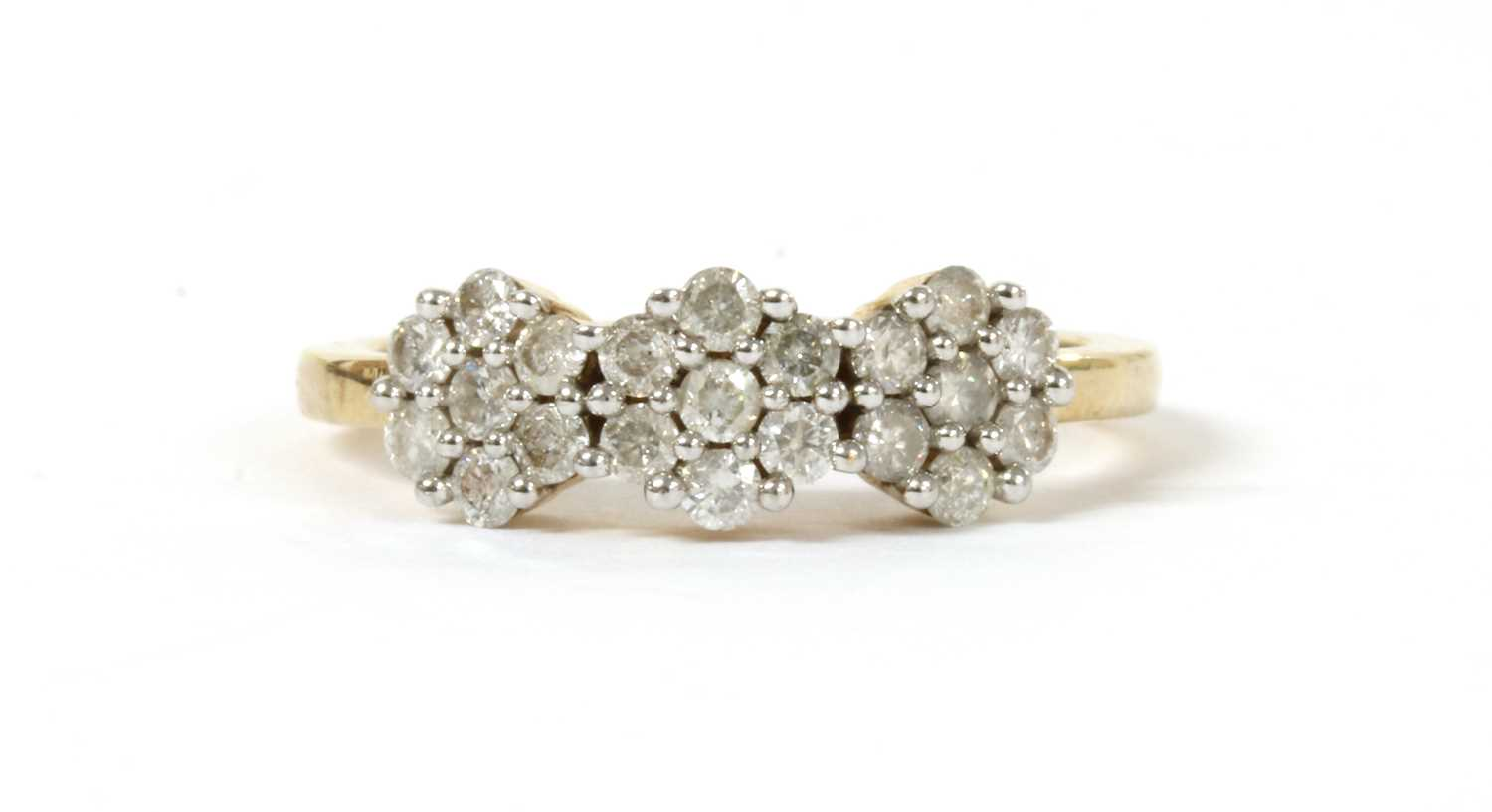 Lot 60 - A gold diamond cluster ring.