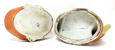 Lot 56 - A large Chinese porcelain tureen and cover