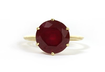 Lot 106 - A gold single stone fracture filled ruby ring