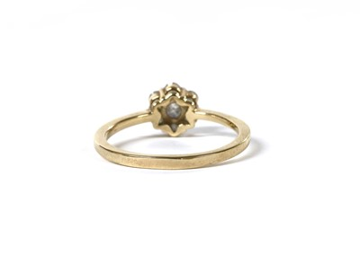 Lot 56 - A gold diamond daisy cluster ring