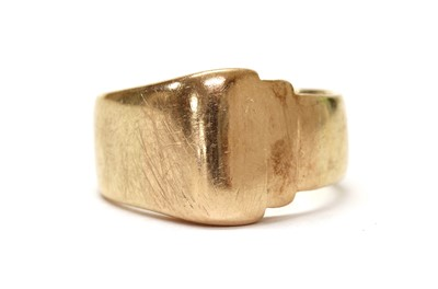 Lot 1081 - A gold ring