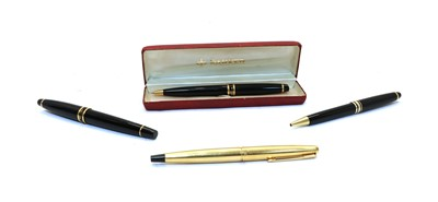 Lot 60 - A collection of four pens