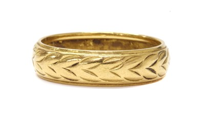Lot 1074 - A 22ct gold engraved wedding ring