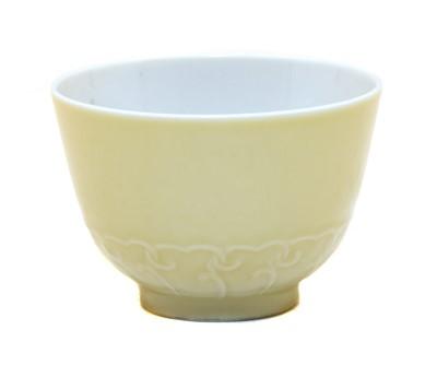 Lot 89 - A Chinese porcelain tea bowl