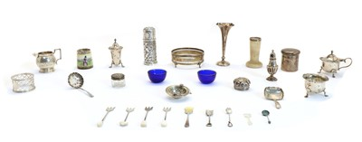 Lot 51 - A collection of silver items