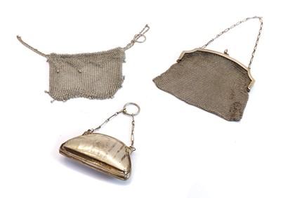 Lot 48 - A silver mesh purse