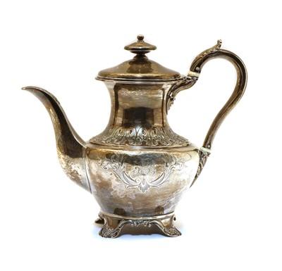 Lot 41 - A George III silver tea pot